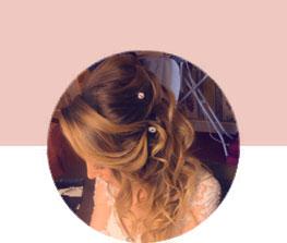 Nos chignons de mariage et coiffures professionnelles pour toutes les occasions et à votre domicile.